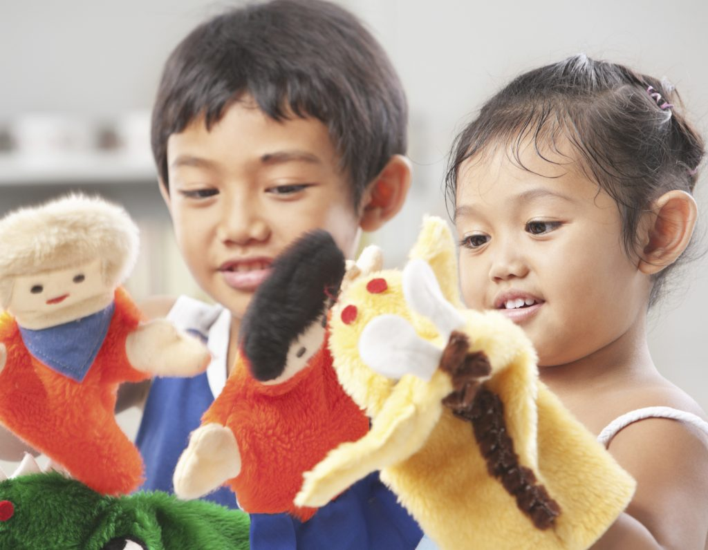 play-therapy-kids-puppets